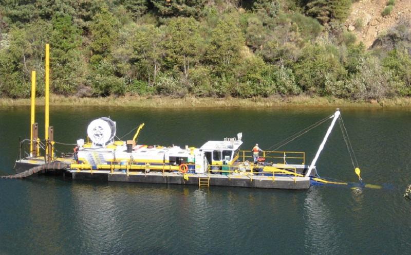 冲吸式挖泥船